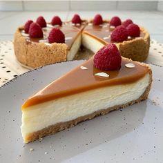 """🍢𝐅𝐢𝐭 𝐫𝐞𝐜𝐞𝐩𝐭𝐲 on Instagram: """"Karamelový cheesecake 🧡 podle @letmecookitforyou ✨ R•E•C•E•P•T👩🏻🍳 200g maslové keksíky 100g maslo 500g tvaroh jemný 250g kyslá smotana 120g…"""" Cheesecake, Desserts, Fit, Sweet Sweet, Instagram, Tailgate Desserts, Deserts, Cheese Pies, Cheesecakes"""