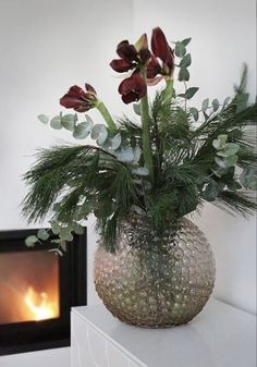 The post Happy Friday! appeared first on Knutselen ideeën. Christmas Flower Arrangements, Christmas Flowers, Floral Arrangements, Christmas Feeling, Cozy Christmas, Christmas Holidays, Decoration Table, Xmas Decorations, Happy Friday