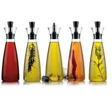 Aceites aromáticos y aderezos para las ensaladas