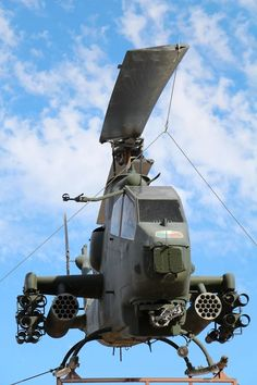 US Army Cobra Helicopter, to greet you at the NTC Us Military Aircraft, Military Helicopter, Military Jets, Military Vehicles, Fighter Aircraft, Fighter Jets, Attack Helicopter, Engin, Military Equipment