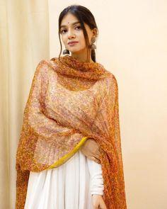 Pakistani Fashion Party Wear, Indian Fashion Dresses, Stylish Dress Designs, Stylish Dresses, Ethnic Outfits, Indian Outfits, Girl Fashion, Fashion Outfits, Fashion Hub