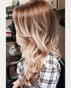 love this ombre light brown and blonde hair color - gorgeous!