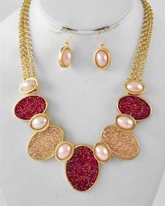 FUCHSIA SEED & ROSE PEARL NECKLACE SET