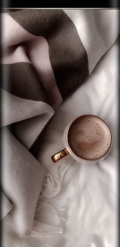 Aesthetic Coffee, Brown Aesthetic, Coffee Wallpaper Iphone, Coffee Shop Photography, Perspective Photography, Trendy Wallpaper, Coffee Love, Aesthetic Pictures, Pink Brown