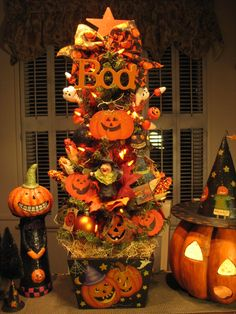 Primitive Autumn Thanksgiving Pumpkin Tree W/ Lights Hand Painted By Denise Spooky Trees, Halloween Trees, Halloween Ornaments, Halloween Boo, Halloween Crafts, Halloween Decorations, Fall Decorations, Happy Halloween, Halloween Movies