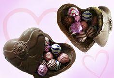 Regala tu corazón en San Valentín Bs. 90 en vez de Bs. 120 por un corazón de chocolate relleno que incluye 12 bombones surtidos en Cottier