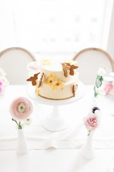 Easter cake: http://www.stylemepretty.com/living/2015/03/31/the-prettiest-easter-tea-inspiration/ | Photography: Ainsley Rose - http://www.ainsleyrose.com/
