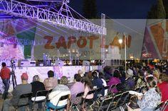 La asistencia de la gente de Zapotlán en el evento de Coronación.