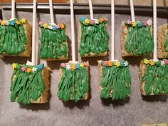 Hawaiian theme rice krispies. Luau Party Desserts, Kids Luau Parties, Luau Theme Party, Aloha Party, Hawaiian Luau Party, Moana Birthday Party, Luau Birthday, Moana Party, Hawaiian Theme Food