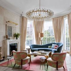 Furniture @madduxcreative  @elledecor • • • • #interior #interiors #interiordesign #design #designer #designinspiration #decoration #decor #homedecor #homedesign #home #style #luxe #luxuryliving #london #color #traditional #mcm #lighting #windows #instagood #instamood #instastyle #instadaily #igdaily #photooftheday