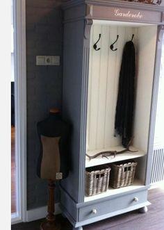 Mooi! Een oude kast als garderobe!
