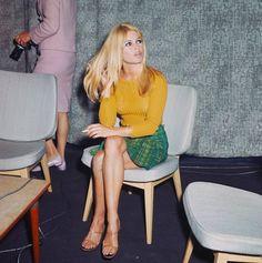 Brigitte Bardot at London Airport, September Brigitte Bardot, Bridget Bardot, Bridgette Bardot Style, Hollywood Fashion, Hollywood Actresses, 70s Inspired Fashion, 60s And 70s Fashion, Vintage Fashion, Fashion Models