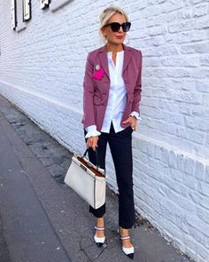Cute pants and outfit Over 50 Womens Fashion, Fashion Over 50, Look Fashion, Fashion Design, Ladies Fashion, Mode Outfits, Trendy Outfits, Fashion Outfits, Fashion Tips