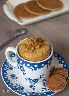 Stroopwafel mug cake, Mug Recipes, Delicious Cake Recipes, Yummy Cakes, Sweet Recipes, Dessert Recipes, Carrots Cake, Cake Recept, Pistachio Cake, Bowl Cake