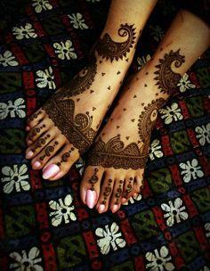 Simple Yet Elegant Mehndi & Henna Designs For Feet | Girlshue
