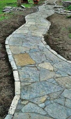 99+ simple and eye catching flagstone backyard walkway ideas (72)