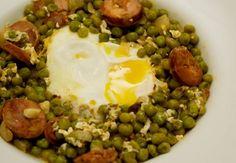Stewed Sweet Peas with Chorizo and eggs (ovos escalfados com chourico e ervilhas)
