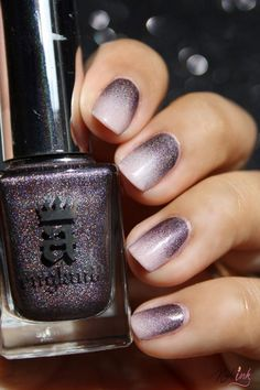 Gradient nail art designs, also known as ombre nail art designs, are one of the most beautiful and popular nail art designs that you can easily recreate on your own nails. Acrylic Nail Art, Acrylic Nail Designs, Nail Art Designs, Gradient Nails, Fun Nails, Glitter Nails, Coffin Nails, Popular Nail Art, Rose Nails
