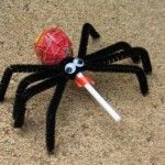 spider halloween crafts.  Cute idea for my daughters school party.