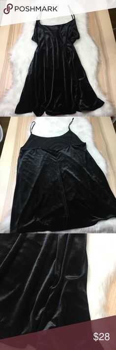 Vintage Plus Size Black Velvet Chemise Nighty 1X Vintage Plus Size Black Velvet Chemise Nighty 1X  A lingerie drawer staple. Soft velvet body, satiny thin straps. Lightly used and in great condition. No trades accepted but offers welcome. No trades accepted but offers welcome Secret Treasures Intimates & Sleepwear Chemises & Slips