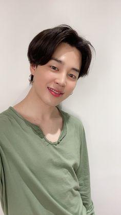jimin is a plain light green shirt with a bright smile on his face. and he is also is wearing big gold hoop earrings> jimin you spark like a star Park Ji Min, Jimin Selca, Bts Bangtan Boy, Jhope, Taehyung, Foto Bts, Jikook, Seokjin, Namjoon