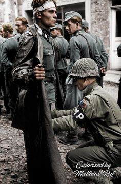 A US MP of the Armored Division with a SS soldier of Panzergrenadier Division Götz von Berlichingen, Caen, Normandy, France (Photo by Robert Capa) Capa who is buried in Caen. Nagasaki, Hiroshima, German Soldiers Ww2, American Soldiers, First Indochina War, War Photography, Street Photography, Magnum Photos, Panzer