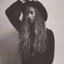 grafika girl, hair, and black and white Haircuts For Long Hair With Layers, Long Hair With Bangs, Long Layered Hair, Layered Haircuts, Long Hair Cuts, Thick Hair, Emmalyn Estrada, Celebrity Short Hair, Concert Fashion