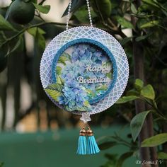 Hanging Shaker Ornament Tutorial (Cards ,Crafts and Kids Projects) 3d Projects, Projects For Kids, Christmas And New Year, Christmas Cards, Ornament Tutorial, Craft Tutorials, Altered Art, Fun Crafts, Remodeling