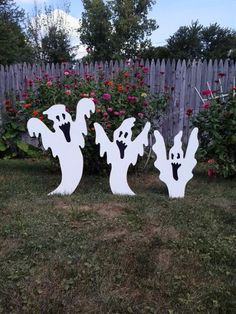 Easter Peep Bunny Family Outdoor Wood Yard Art, Set of Easter Lawn Decoration Set of 3 white risi Halloween Lawn Decorations, Halloween Yard Art, Christmas Yard Art, Outdoor Halloween, Halloween Ghosts, Halloween Party Decor, Easy Halloween, Halloween Crafts, Halloween 2019