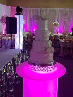 Beautiful cake beautifully displayed! #wedding #weddingcake #weddingideas #weddingplanning #weddingday #bride #groom