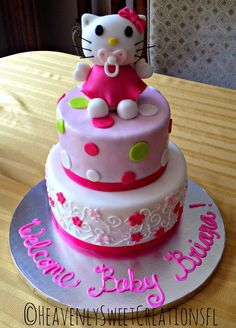 Hello Kitty Baby Shower Cake by Ashley @heavenlysweetcreationsfl #hellokitty #babyshower #heavenlysweetcreationsfl