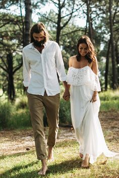 24 Men's Wedding Attire For Beach Celebration – Wedding – Men Beach Wedding Groom Attire, Boho Beach Wedding, Boho Wedding Dress, Wedding Dress Styles, Wedding Suits, Wedding Summer, Beach Attire, Beach Groom, Boho Bride