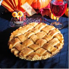 Fruit pies are always lovely in the fall. This is a variation on the classic apple pie. Instead I use Asian pears. For those of you who are not familiar with Asian pears, they … Asian Pear Pie Recipe, Asian Pear Recipes, Apple Recipes, Sweet Recipes, Baking Recipes, Baking Ideas, Just Desserts, Delicious Desserts, Apple Crisp Pie