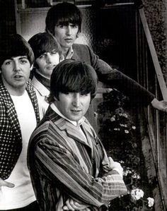 John Lennon, Paul McCartney, Richard Starkey, and George Harrison. The Beatles. Beatles Band, Beatles Love, Beatles Photos, Ringo Starr, Paul Mccartney, John Lennon, Great Bands, Cool Bands, The Beatles