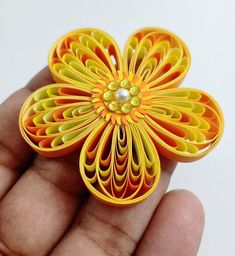 Once again I'm making a quilling flower tutorial. This is my version of Toshi Quilling's Shell Shape Quilling Flower. It's October already and I have been having fun playing with new quilling tools! How to make flowers using a quilling husking board This Quilling Flowers Tutorial, Quilling Instructions, Paper Quilling Flowers, Paper Quilling Cards, Quilling Work, Paper Quilling Jewelry, Paper Quilling Patterns, Neli Quilling, Quilled Paper Art