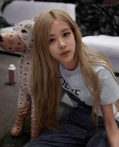 Blackpink Fashion, Fashion Show, Kpop Girls, Kpop Girl Groups, Rose Icon, Blackpink Members, Rose Park, Kim Jisoo, Blackpink Photos
