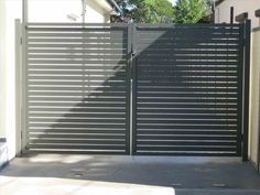 House Main Gates Design, Fence Gate Design, Steel Gate Design, Metal Fence Gates, Garden Gates And Fencing, Steel Fence, Fence Art, Wire Fence, Modern Driveway