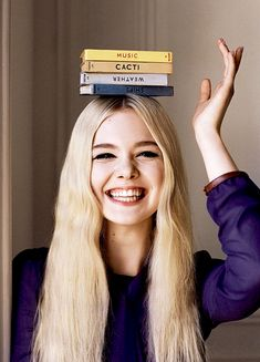 Elle Fanning in a photoshoot for the magazine Angelo Pennetta Vogue UK (June Girl Photography Poses, Creative Photography, Photography Branding, Dakota And Elle Fanning, Creation Photo, Photo D Art, Vogue Uk, Photo Poses, Belle Photo