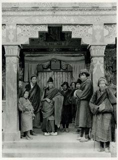 Lamas at Ghum Monestary Near Darjeeling, Bengal, India, 1928 San Francisco Museums, Vintage India, Photo Engraving, Darjeeling, West Bengal, Incredible India, Tibet, Old Photos, Photo Art