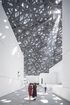 Gallery of Jean Nouvel's Louvre Abu Dhabi Photographed by Laurian Ghinitoiu - of Jean Nouvel& Louvre Abu Dhabi Photographed by Laurian Ghinitoiu - 8 dentelle architecture Architecture Design, Museum Architecture, Islamic Architecture, Light Architecture, Beautiful Architecture, Creative Architecture, Jean Nouvel, Louvre Abu Dhabi, Modern Buildings