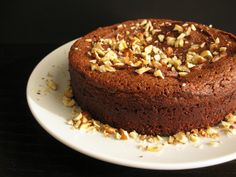 Torta gianduia (Piedmontese Chocolate-Hazelnut Cake) | A foolproof flourless chocolate cake packed with rich chocolate and toasted hazelnut flavor. Nutella lovers, this is for you! (Naturally gluten-free)