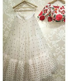 My all time favourite white floral lehenga by Mrunalini Rao. You got to check out the rest of her collection. Buy Designer Collection Online : Call/ WhatsApp us on : Indian Lehenga, Indian Gowns, Indian Attire, Indian Ethnic Wear, Net Lehenga, Anarkali, Plain Lehenga, Lehenga White, Green Lehenga