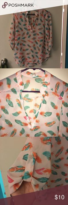 Feather print blouse Used in good condition size small Tops Blouses