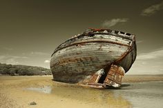 Shipwreck Pictures: Dulas Bay shipwreck Anglesey Island Wales UK. Photo by Rafal Kwiatkowski