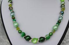 #Schmuck #Halsschmuck #grün #silber #Polaris  Nun mal ein Exemplar aus meiner Ketten-Kollektion. Dieses Mal ein wunderschönes Stück in grün und silber mit Perlen in besonderen Formen,...