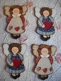 Paint by Giusy Steri - Picasa Web Album:Pittura (country, decorative, etc. Painted Christmas Ornaments, Angel Ornaments, Christmas Wood, Christmas Angels, Christmas Crafts, Country Crafts, Country Art, Tole Painting, Painting On Wood