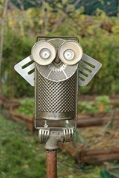 Up-cycled materials to make an owl - Metal Art Tin Can Crafts, Owl Crafts, Metal Crafts, Metal Yard Art, Scrap Metal Art, Metal Art Projects, Garden Projects, Garden Ideas, Welding Projects