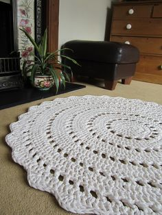 tek-tek yarn – Buttercup and BeeCrochet Rug Patterns Awesome Free Crochet Patterns For Rugs Innovative Rugs Design Crochet Doily Rug, Crochet Carpet, Crochet Rug Patterns, Crochet Basket Pattern, Crochet Home, Free Crochet, Tshirt Garn, Mandala Rug, Rag Rugs
