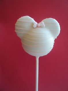 Minnie Mouse cake pop! I like this one it's different. Never seen it in white chocolate before :)