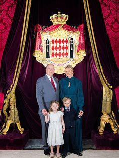 Monaco Princess, Prince Albert Of Monaco, Andrea Casiraghi, Monte Carlo, Family Portraits, Family Photos, Grace Kelly Wedding, Patricia Kelly, Royal Christmas
